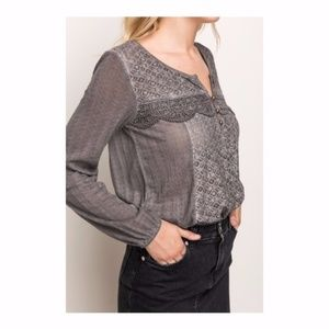 {Mystree}Size Small Lace Panel Fabric Knit Mix Top